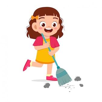 Gelukkig schattige kleine jongen meisje vegen vloer