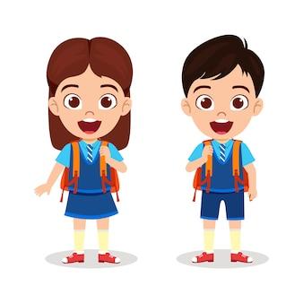Gelukkig schattige mooie school jongen jongen en meisje staan klaar om naar school te gaan met vrolijke uitdrukking