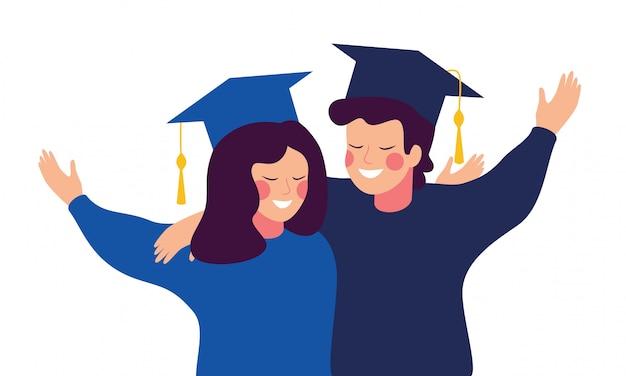 Gelukkige afgestudeerden dragen toga en muts omhelzen elkaar. onderwijs, afstuderen en mensen concept