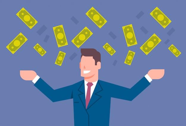 Gelukkige bedrijfsmens die geld op rijk concept van het zakenman het financiële succes werpen