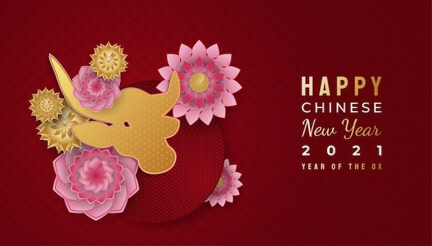 Gelukkige chinese nieuwe jaarbanner met gouden os en kleurrijke bloemornamenten