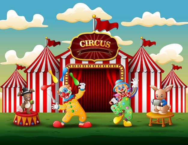 Gelukkige clowns en konijnenprestaties op de arena
