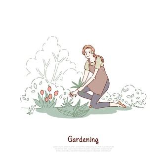Gelukkige dame die in tuin werkt