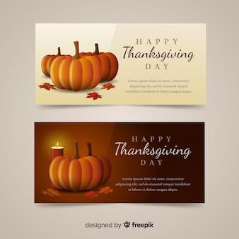 Gelukkige die thanksgiving daybanner met voedsel en pompoenen wordt geplaatst