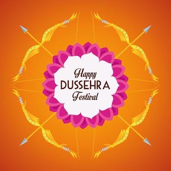 Gelukkige dussehra-festivalaffiche met pijlen die op oranje achtergrond worden gekruist