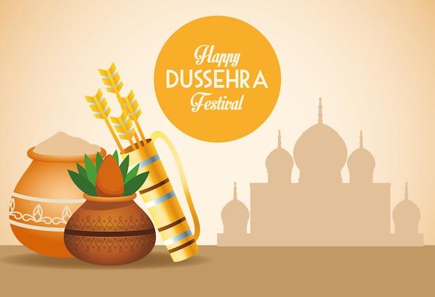 Gelukkige dussehra-festivalaffiche met pijlenzak en ceramische pot in moskee
