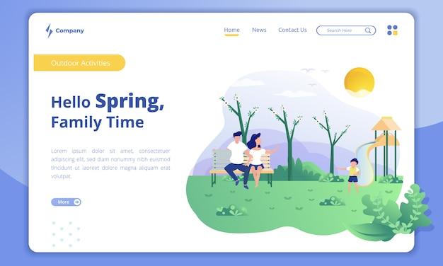 Gelukkige familie bij het park met het concept van de de lentetijd op de landingspagina