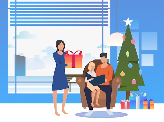 Gelukkige familie die van kerstavond geniet