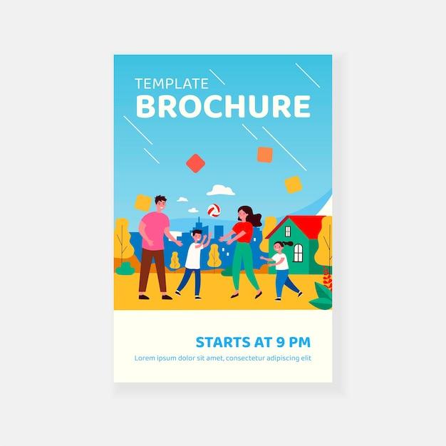 Gelukkige familie paar genieten van buitenactiviteiten met kinderen brochure sjabloon Premium Vector