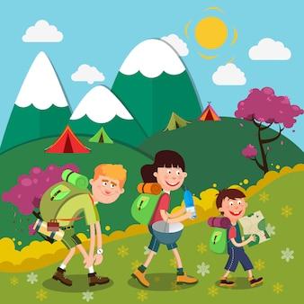 Gelukkige familie wandelen op de bergen. familie weekend.