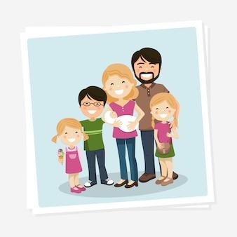 Gelukkige familiefoto met ouders, drie kinderen en babyborn