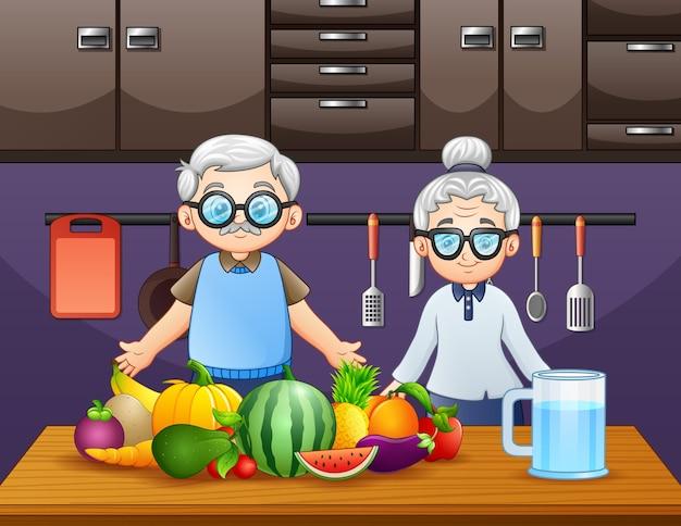 Gelukkige grootouders passen bij gerechten met veel soorten fruit