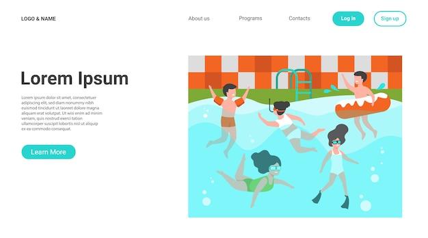 Gelukkige jonge geitjes zwemmen in zwembad