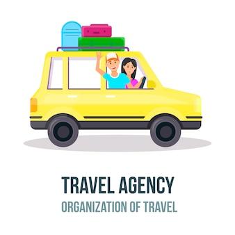 Gelukkige jonge paar reizen met de auto met kofferbak
