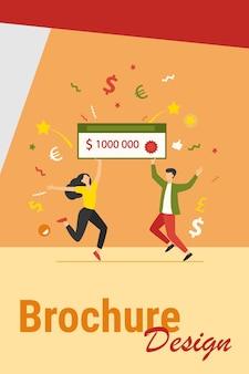 Gelukkige jongen en meisje die geldprijs winnen. jackpotwinnaars houden een bankcheque van een miljoen dollar. kan worden gebruikt voor fortuin, geluk, loterijonderwerpen