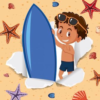 Gelukkige jongen en surfplank