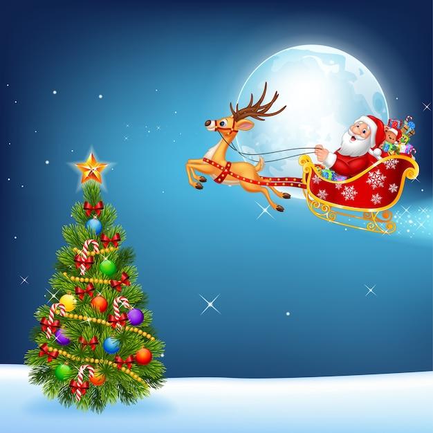 Gelukkige kerstman in zijn slee die van kerstmis door rendier wordt getrokken