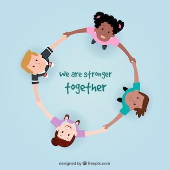 Gelukkige kinderen die een cirkel vormen