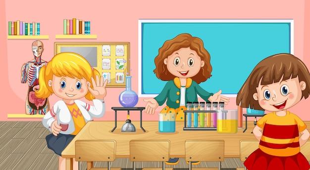Gelukkige kinderen doen scheikunde-experiment in de klas