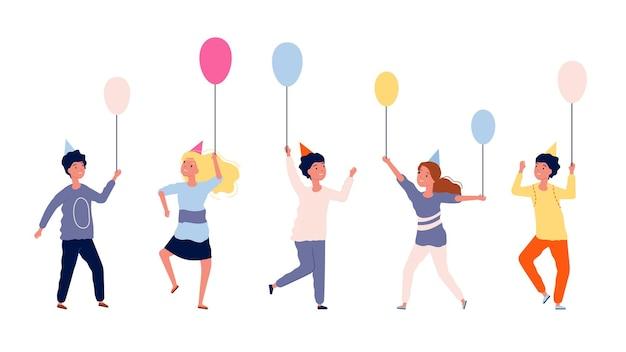 Gelukkige kinderen. groep kinderen met ballonnen. verjaardagsfeestje, festival of carnaval. geïsoleerde tieners tekens illustratie.