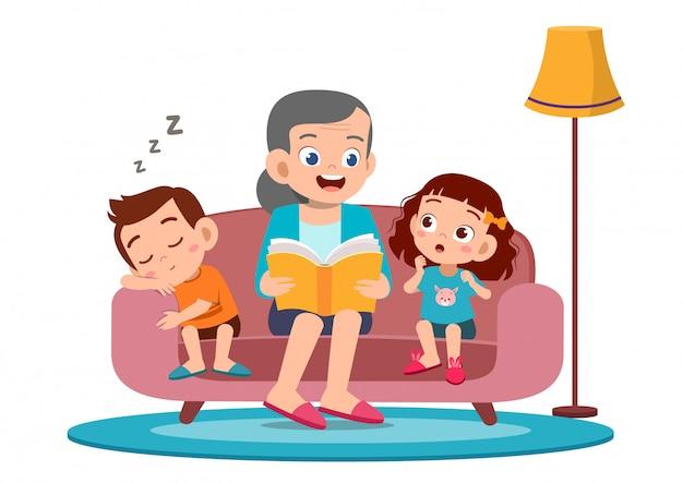 Gelukkige kinderen horen een verhaal van oma