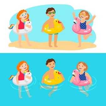 Gelukkige kinderen met zwembadzwemringen. grappige en leuke kinderen met opblaasbare zwembadringen, genieten van zomerse karakters, genieten van kinderen met rubberen dieren reddingsgordels, vectorillustratie