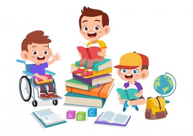 Gelukkige kinderen samen studeren
