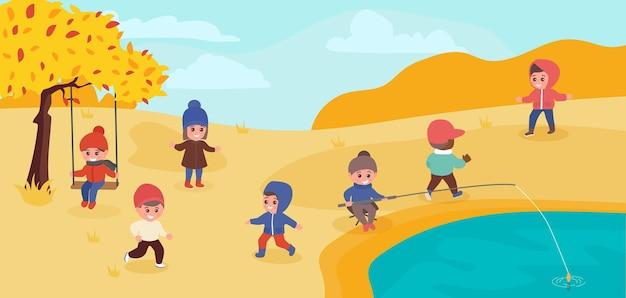 Gelukkige kinderen spelen buiten in het herfstpark kinderen lopen buiten en hebben samen plezier