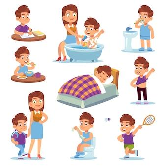 Gelukkige kinderen spelen met moeder en wandelen actief, schooljongen schattig leren en spelen in het gezin