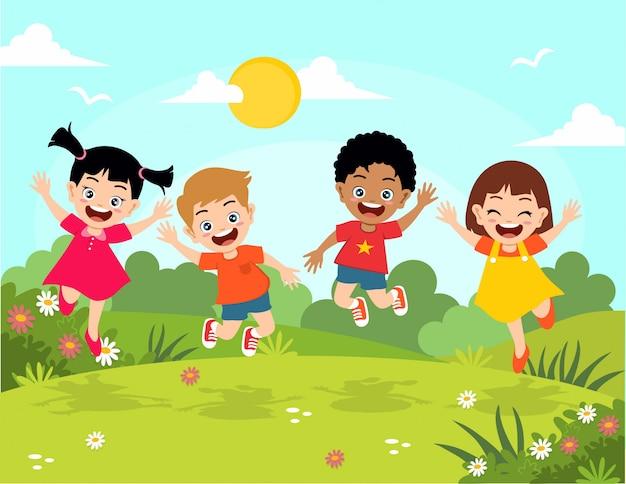 Gelukkige kinderen springen in de tuin