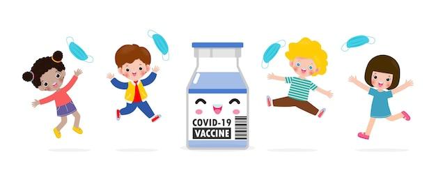 Gelukkige kinderen springen verwijderen medisch masker met vaccin tegen covid19 of coronavirus 2019ncov schattige kinderen masker groep het einde van covid19 concept geïsoleerd op witte achtergrond