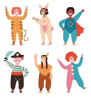 Gelukkige lachende kinderen dragen verschillende kostuum geïsoleerde set