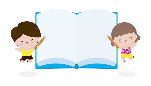 Gelukkige leuke jonge geitjes met boek en potlood, onderwijsconcept terug naar school die op achtergrond wordt geïsoleerd
