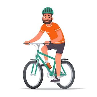 Gelukkige man gekleed in sportkleding en een helm rijdt op een fiets fietstocht fietser