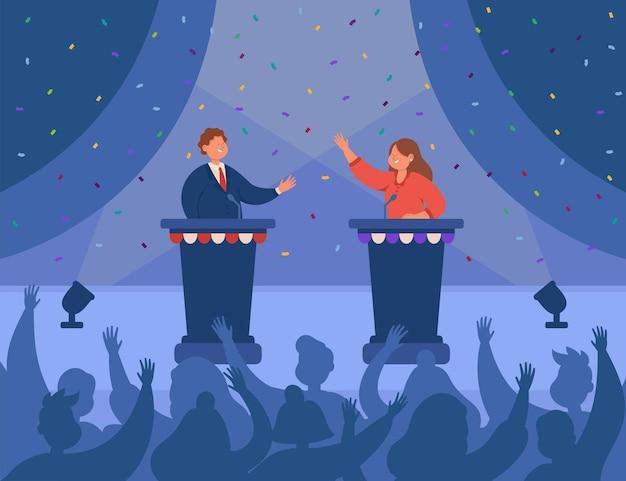 Gelukkige mannelijke en vrouwelijke politici begroeten elkaar op het podium. sprekers die op het podium staan, debatteren voor een vlakke afbeelding van het publiek