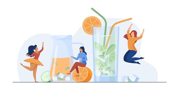 Gelukkige meisjes die verse limonade drinken