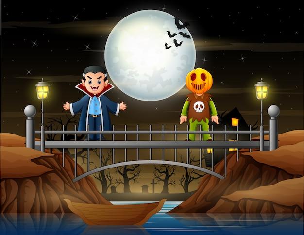 Gelukkige mensen in vampier en pompoenmasker kostuum