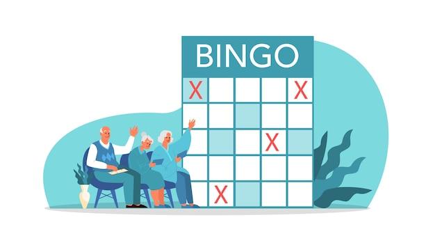 Gelukkige ouderen samen bingo spelen. oude man en vrouw die bingo spelen. senioren brengen samen tijd door met het spelen van retro bordspel. pensioen lidestyle concept.