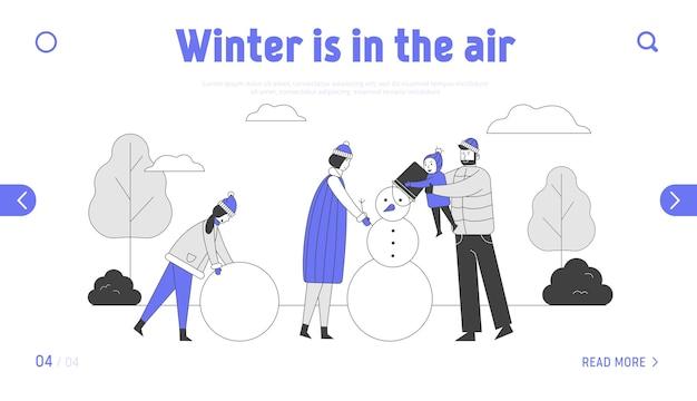 Gelukkige ouders met kinderen die de bestemmingspagina van de sneeuwpop maken