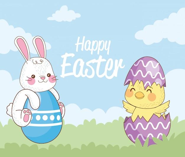 Gelukkige paaskaart met konijn en kuiken en eieren geschilderd