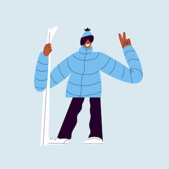 Gelukkige skiër met ski's glimlachende man in een skipak poseren voor een foto op een blauwe achtergrond