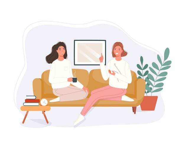 Gelukkige twee vrouwen die op de bank zitten, koffie drinken en thuis praten. glimlachend karakter tijd samen doorbrengen.