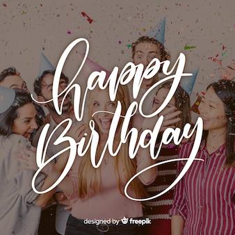Gelukkige verjaardag belettering met feestmutsen