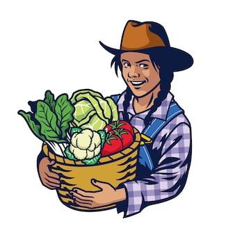 Gelukkige vrouw boer houdt een emmer vol groenten bijsnijden