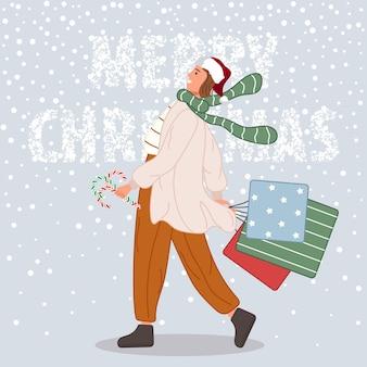 Gelukkige vrouw met kerstcadeaus vrouw dragen in kerstmuts op sneeuw achtergrond