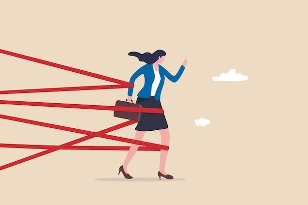 Genderbarrière, loopbaanhindernis of ongelijkheid van vrouwen, beperking of discriminatie, inspanning om moeilijkheidsconcept te overwinnen, sterke zakenvrouw probeert met volledige inspanning de bureaucratie te doorbreken om te groeien op het werk
