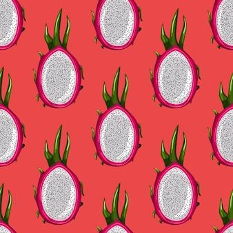 Geometrisch naadloos patroon met half rood draakfruit op heldere achtergrond. exotisch tropisch pitayasbehang.