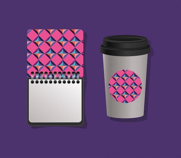 Geometrisch omslagnotitieboekje en koffiemok
