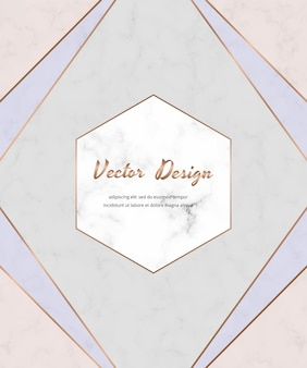 Geometrisch ontwerp met crème roze, blauwe en gouden driehoeken op de marmeren textuur.