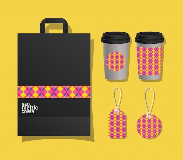 Geometrische koffietassen en etiketten met hoes